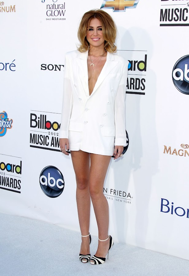 Miley Cyrus sexy white hot at 2012 Billboard Music Awards