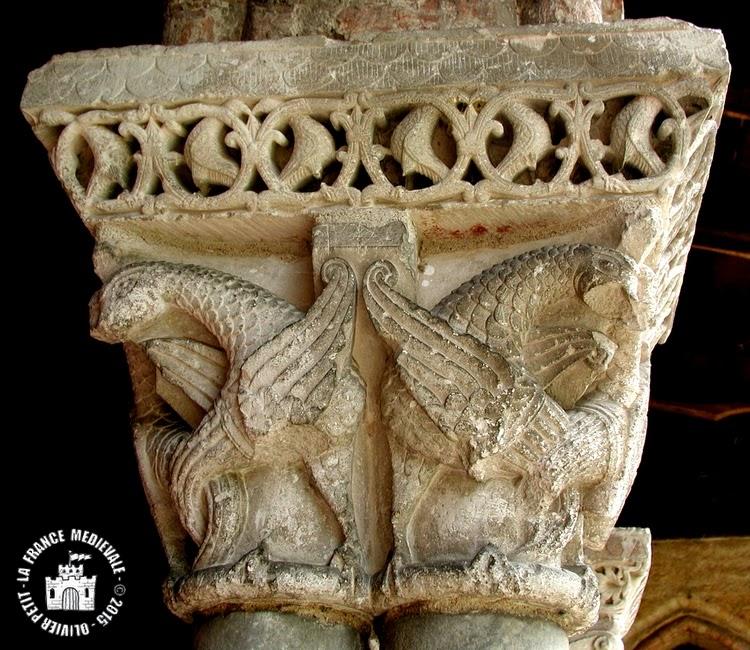MOISSAC (82) - Le cloître roman : chapiteau à aigles