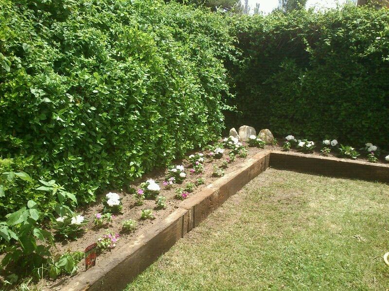 Traviesas de madera en segovia paisaje libre for Bordillos para jardin