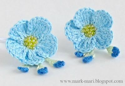 Как украсить  вязаными цветами