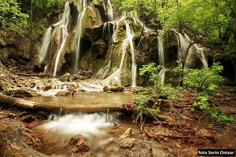 Cascada Beusnitei - monument al naturii
