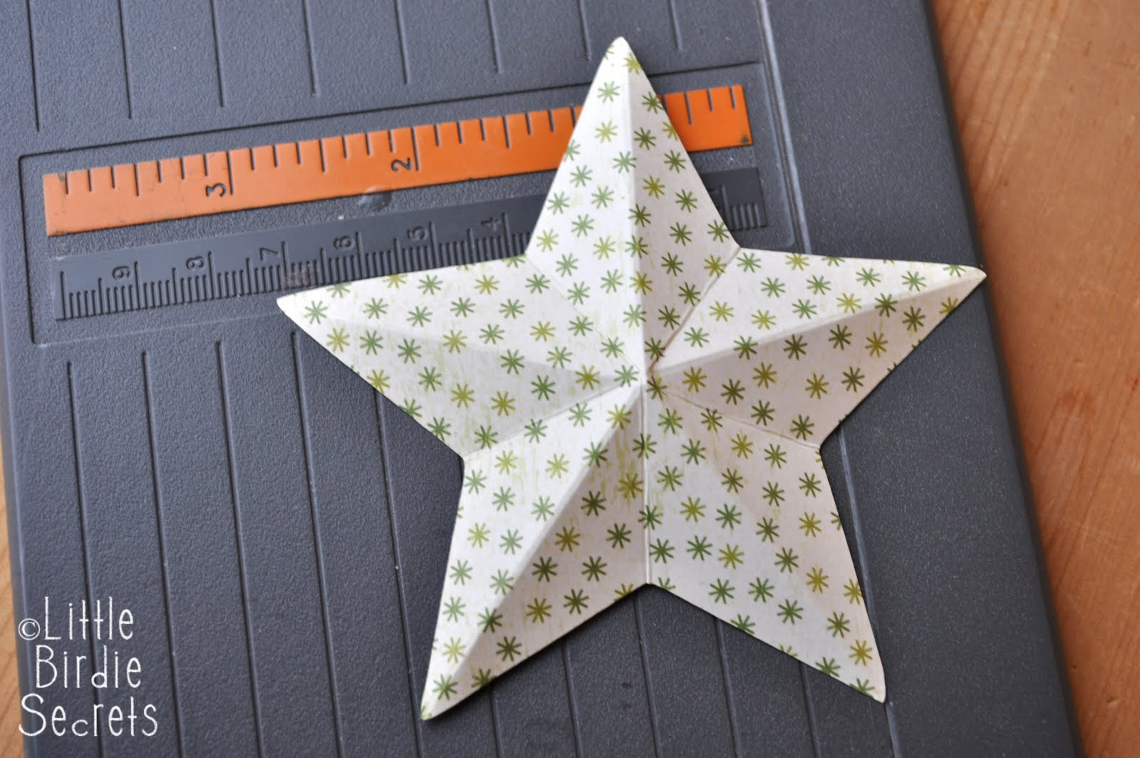 how to recycle 3d paper star wreath tutorial