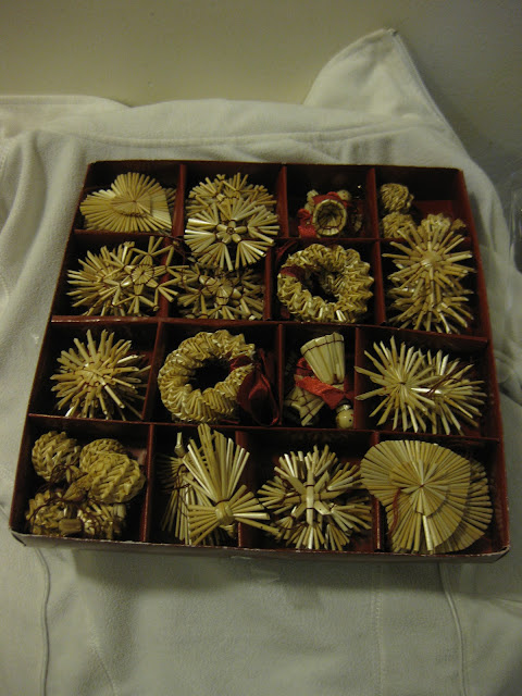 joulukoristeet rasiassa oljesta tehdyt joulukoristeet