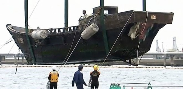 """Um dos """"barcos fantasmas"""" que apareceram na costa oeste do Japão (Foto: TBS Japão/BBC)"""