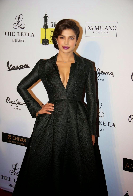 Priyanka Chopra Super Sexy Cleavage Show In Black Dress