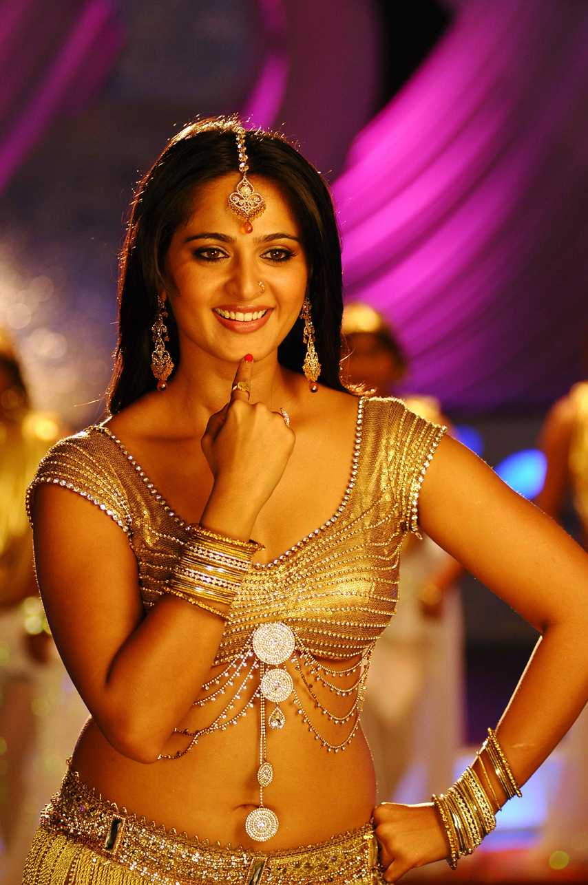Anushka hot Pics in saree  Damarukam Movie