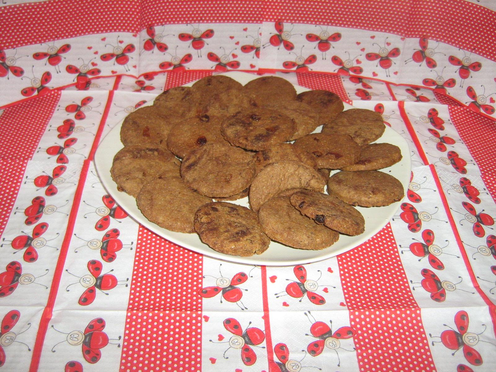 Integralni keks sa čokoladom i suvim grožđem