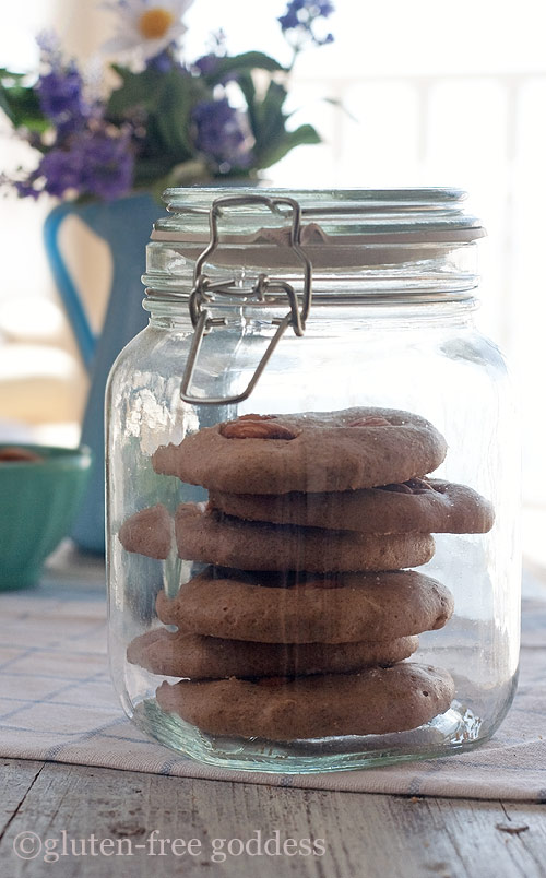 Almondy almond butter cookies