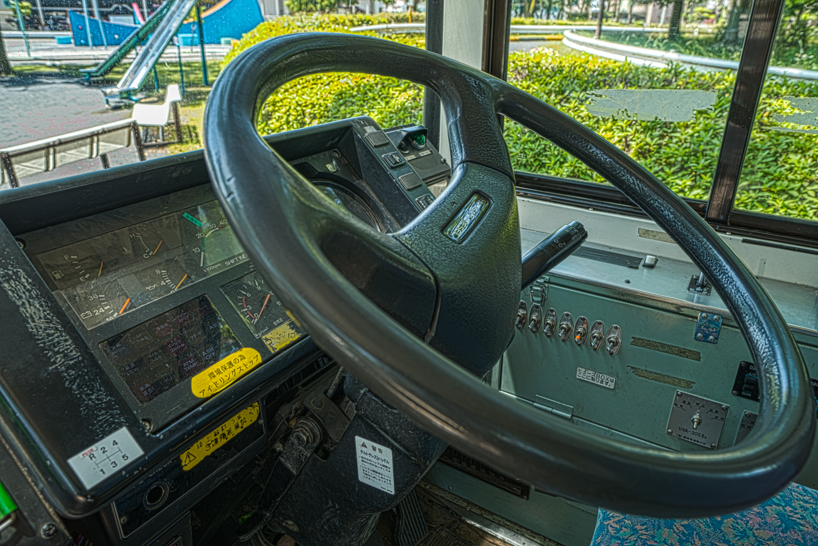府中市交通遊園の京王バス 日産ディーゼル KC-JP250NTNの運転席の写真 HDR