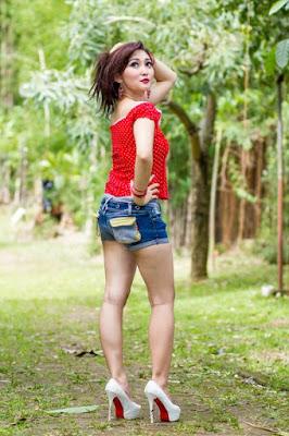 pose cantik permulaan fotografi model