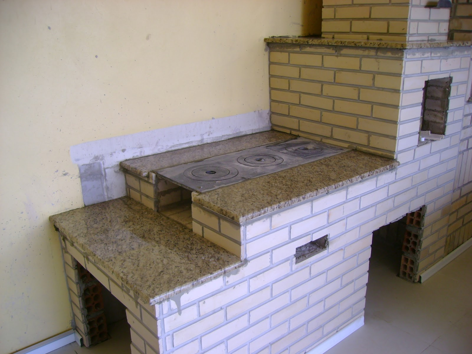 MARMORARIA CARDOZO: CHURRASQUEIRAS E FOGÃO CAMPEIRO #3E458D 1600x1200 Banheiro Com Granito Aqualux