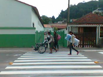 Respeitando o municipe criando faixas de pedestre