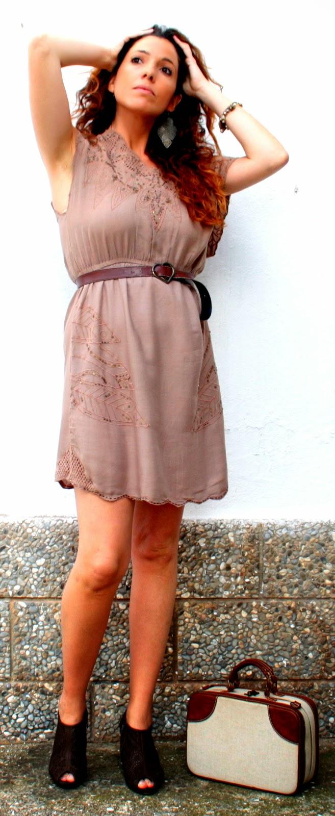 vestido marrón lentejuelas