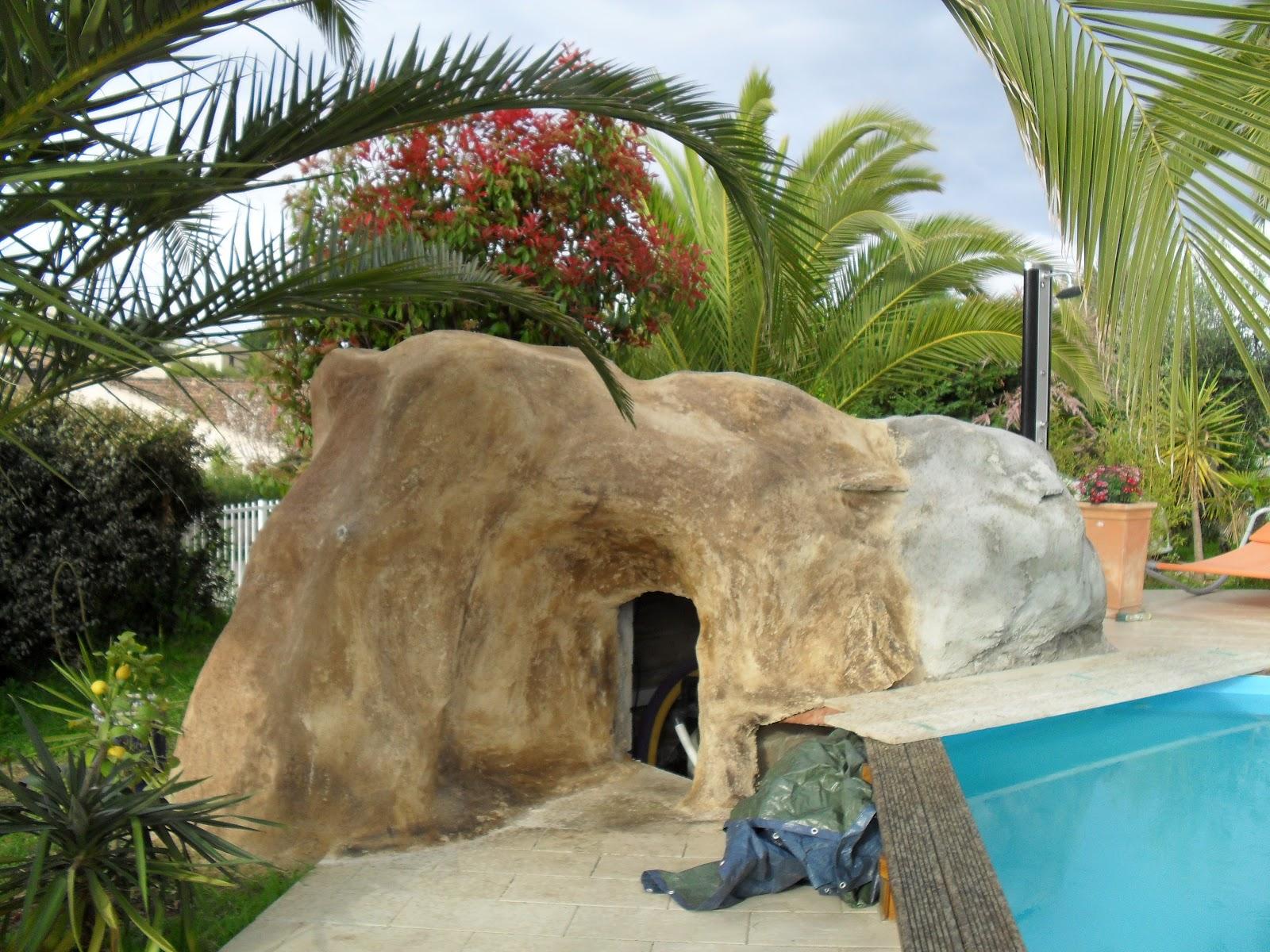 Int gration d 39 un local technique et d 39 un wc dans un rocher for Faux rocher local technique piscine