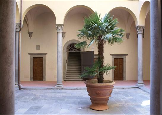 15th Century Palazzo Bardi, Courtyard designed by Brunelleschi, via Knightfrank as seen on linenandlavender.net