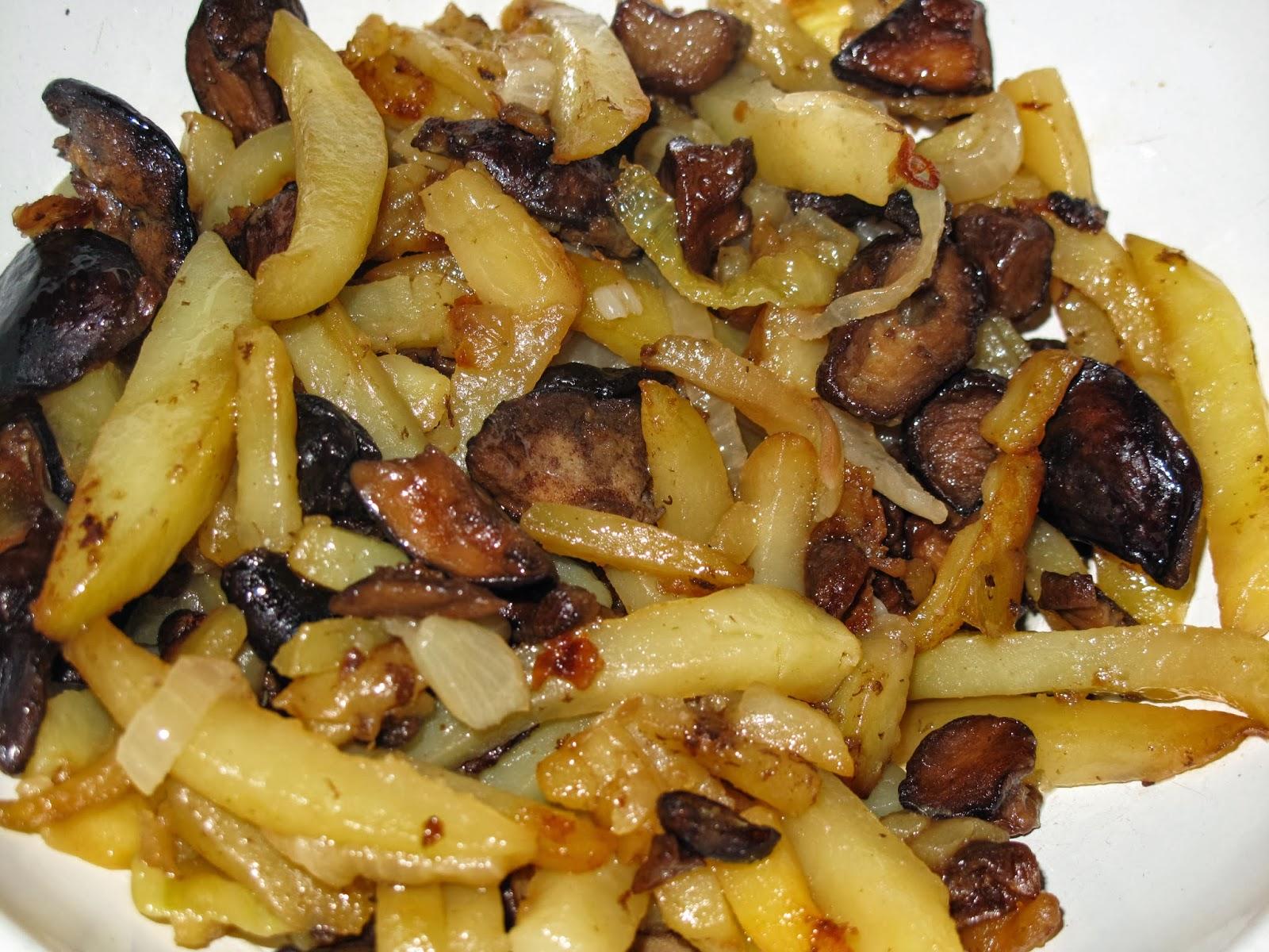 жареные грибы с грудкой