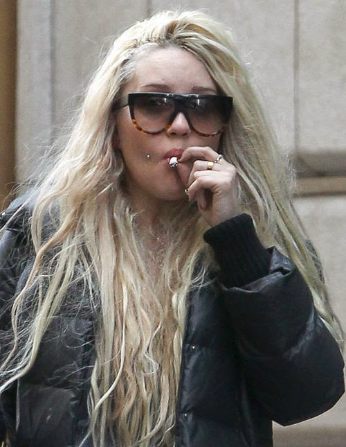 Back again! Amanda Bynes turns on by Twitter