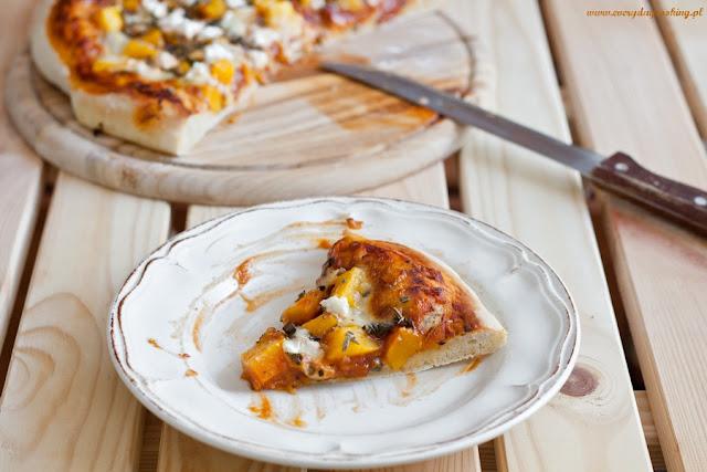 Pizza z dynią i szałwią