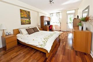 camera da letto con parquet immagine
