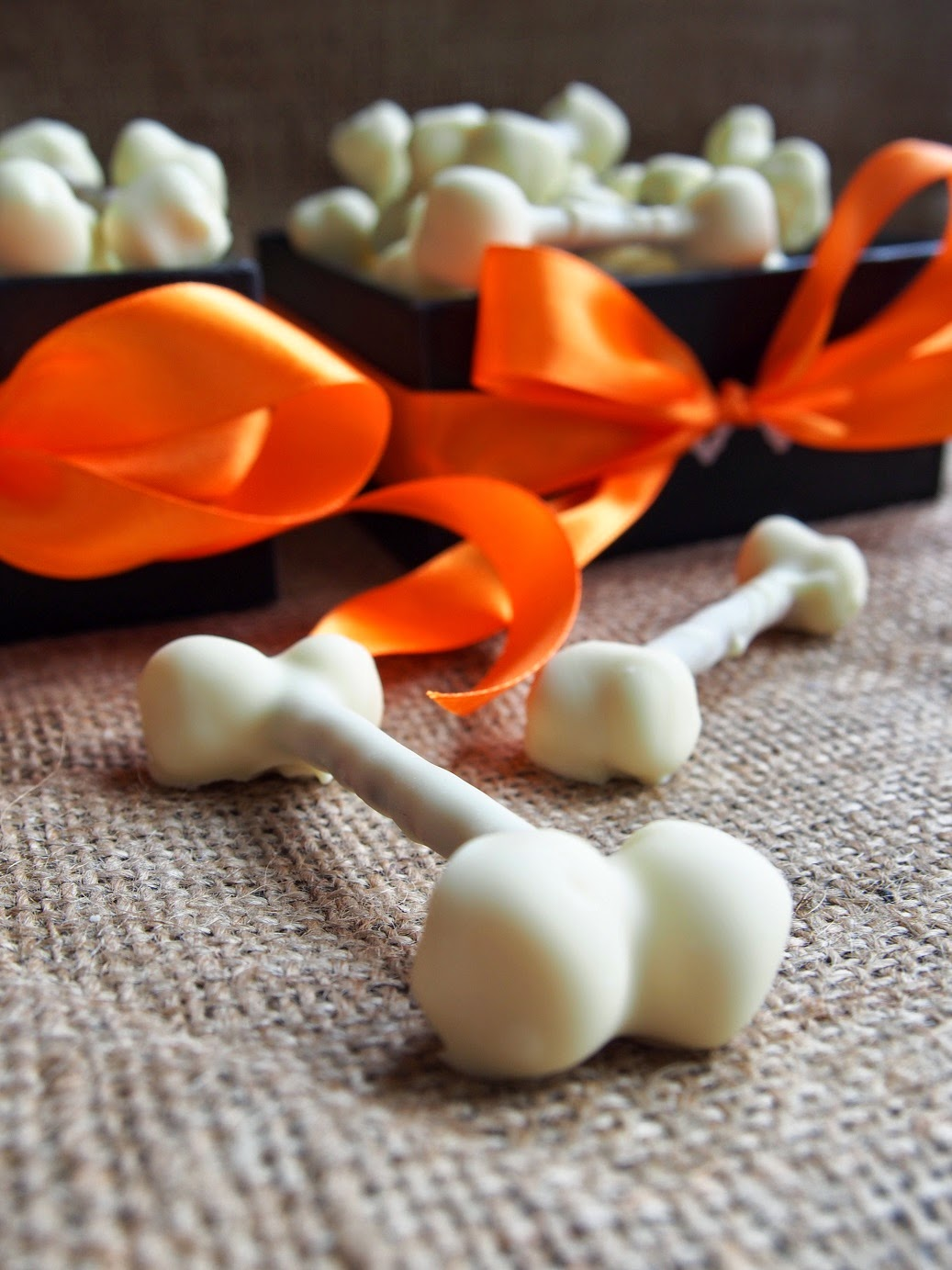 Halloween Valkosuklaaluut – Halloween White Chocolate Bones