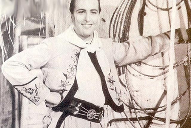 Hugo del Carril sonriendo de gaucho