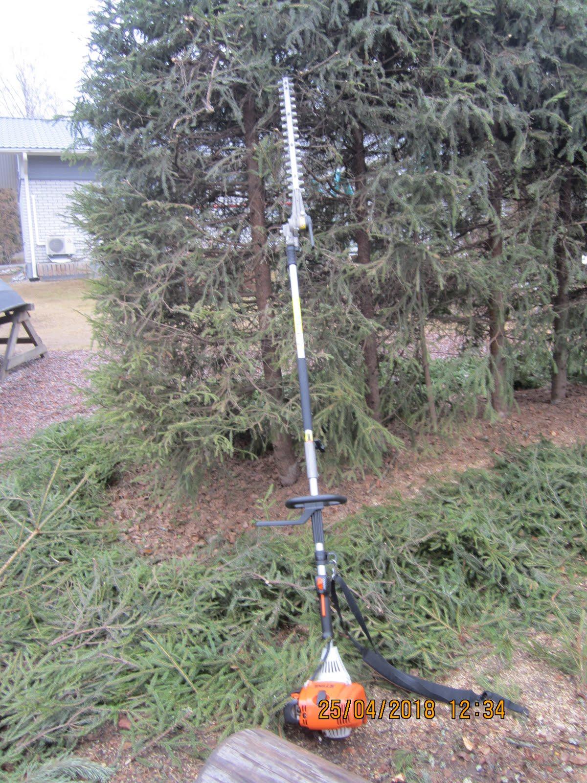 Omenapuiden kuusiaitojen tuija-aitojen etc leikkaukset onnistuvat teleskooppisahoillani 4-5 metriin