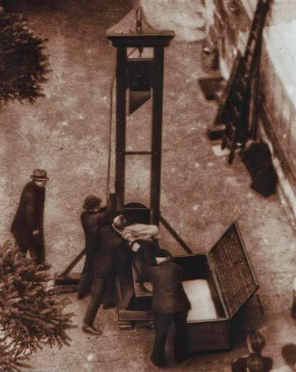 [Image: Last+public+execution+by+guillotine,+France,+1939+5.jpg]