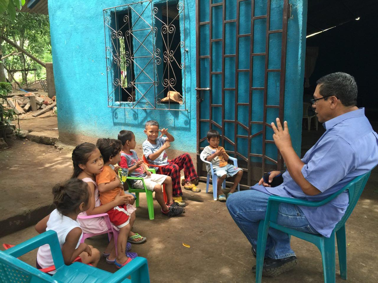 Pastor Rigoberto teaching little children
