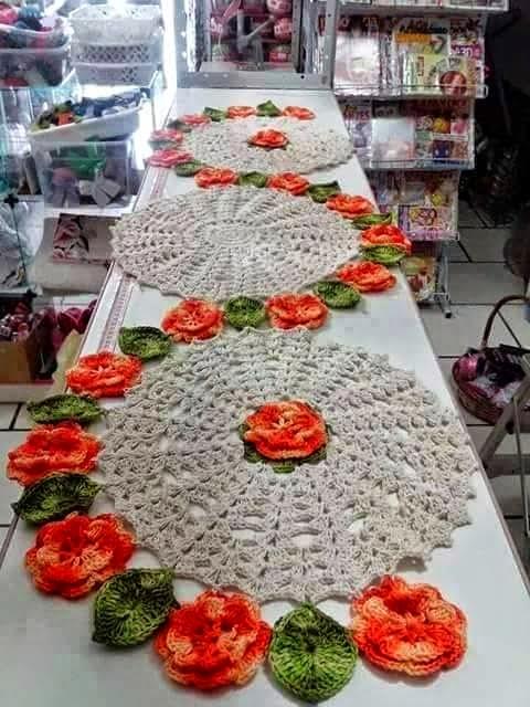 Camino de mesa tejido al crochet con esquemas