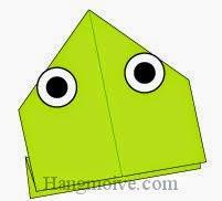 Bước 8: Vẽ mắt để hoàn thành cách xếp con ếch nhảy ngược bằng giấy.