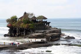 Pura Tanah Lot Tempat Wisata di Bali Yang ada di Tengah Laut