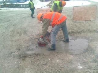 Алмазная резка температурных швов в бетоне