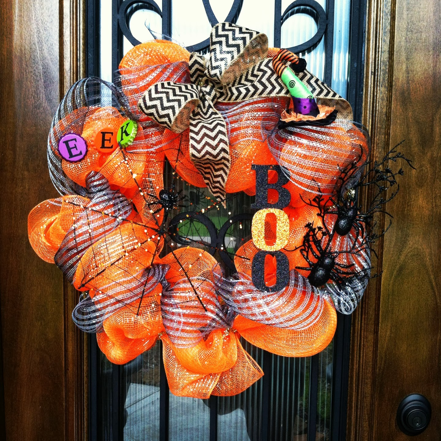 diy deco mesh halloween wreath. Black Bedroom Furniture Sets. Home Design Ideas