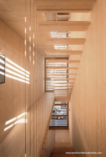 Detalle de arquitectura en casa prefabricada de madera europea