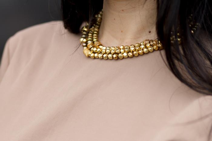 Collar dorado Syros de 3 vueltas de LEONTINA ALASCIO Joyas Complementos ARtesanía Blog moda y tendencias España Valencia withorwithoutshoes