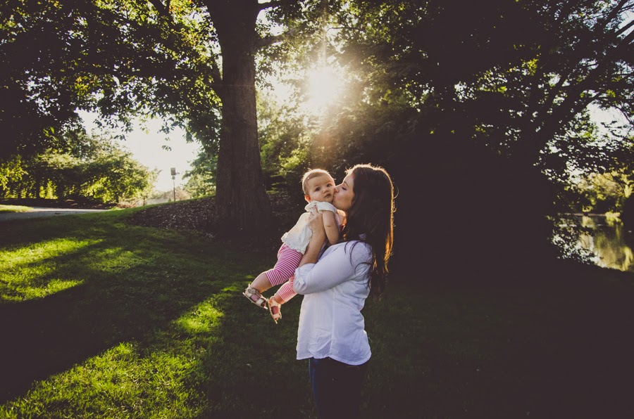 sweet kisses and sunshine at a natural light photography session in indianapolis