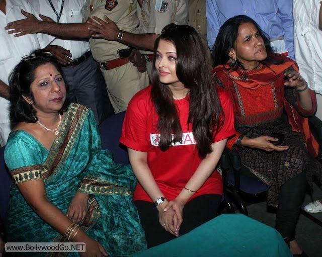 Aishwarya+Rai+in+Hospital+(2)