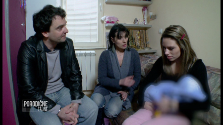 Maloletna majka Jelena sa roditeljima
