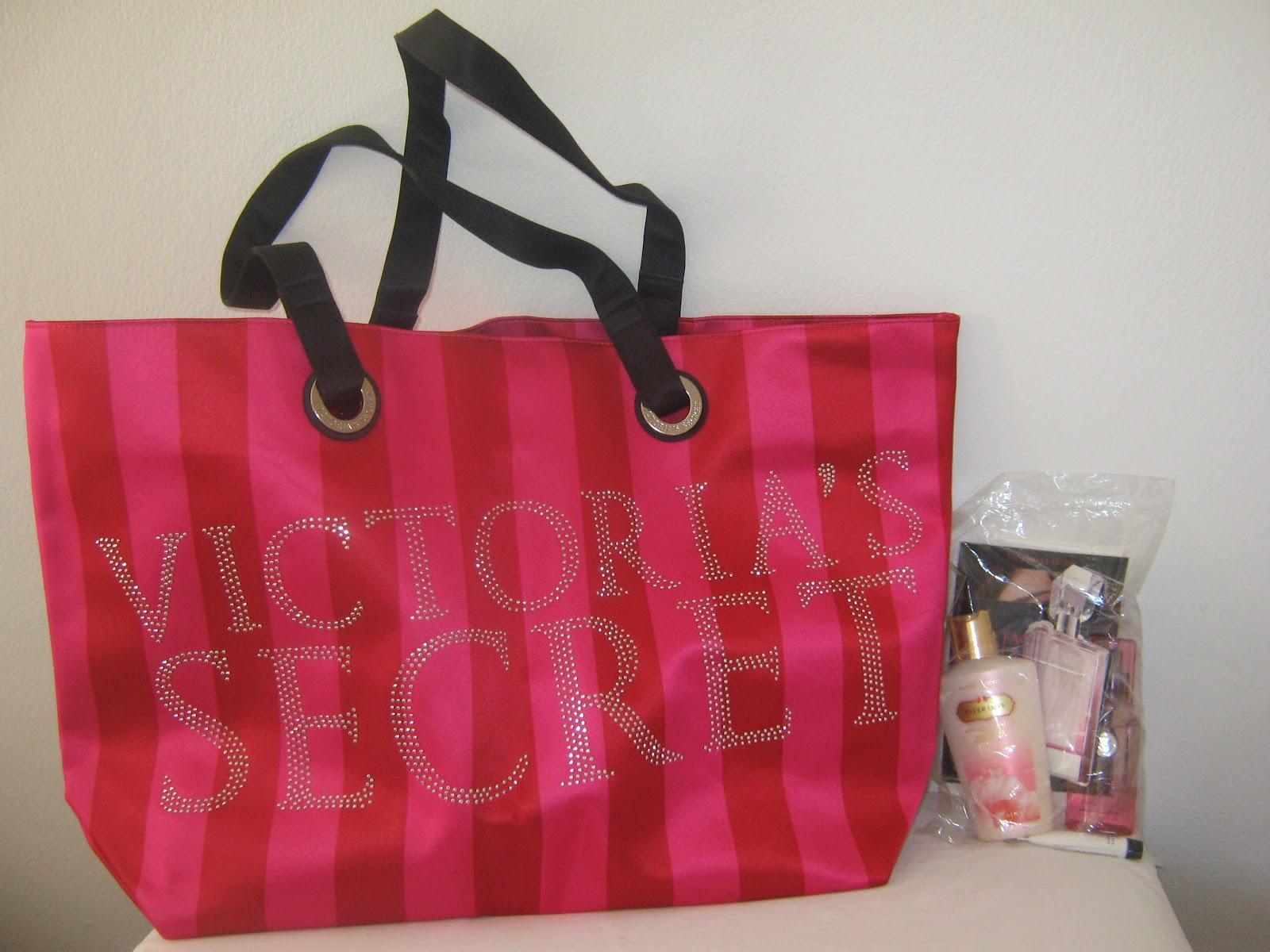 Bolsa Dourada Victoria Secrets : Petit gateau cosm?ticos