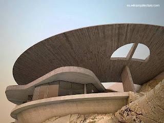 Residencia de lineas orgánicas y futuristas en Acapulco, México