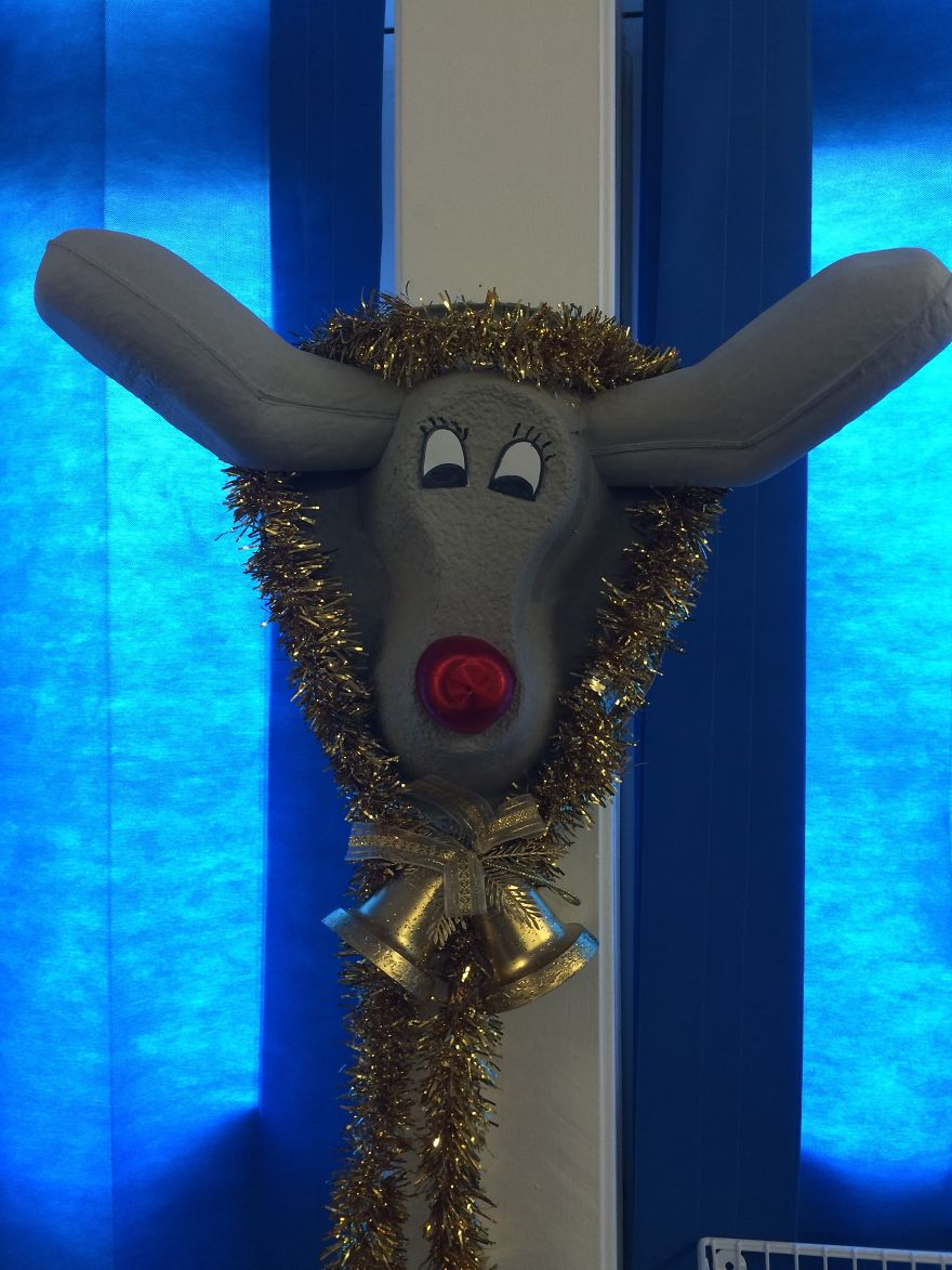 Creative Ideas For Christmas Decorations By A Hospital's Medical Staff - Ruby The Reindeer