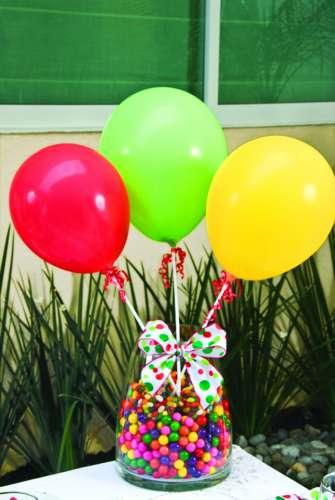 Ideas y cosas para tus fiestas infantiles decoracion para - Centros de mesa con globos ...