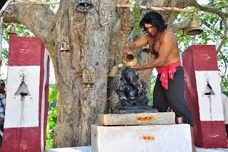 Puneeth's Different Look in Yaare Koogadali Stills