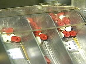 Coquetel para o tratamento da Aids inclui mais de 20 medicamentos (Foto: Reprodução de TV)