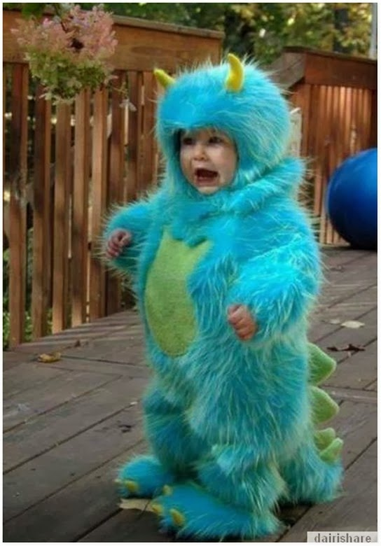 Gambar Bayi Comel Mengenakan Pakaian Kostum
