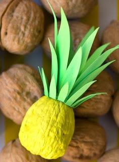 http://translate.google.es/translate?hl=es&sl=en&tl=es&u=http%3A%2F%2Fwww.studiodiy.com%2F2013%2F11%2F13%2Fdiy-itty-bitty-pineapples%2F