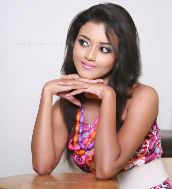 Dinakshie Priyasad Sexy Photos