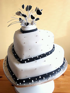 Wedding Cakes in Black & White