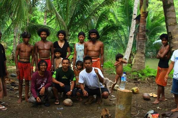Ratusan Mualaf Suku Togutil Dikhitan Massal