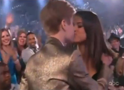 justin bieber pics with selena gomez kissing. Justin Bieber amp; Selena Gomez
